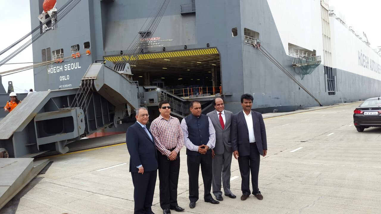 Gopi_with_Mumbai_and_ICT_Port_Officials